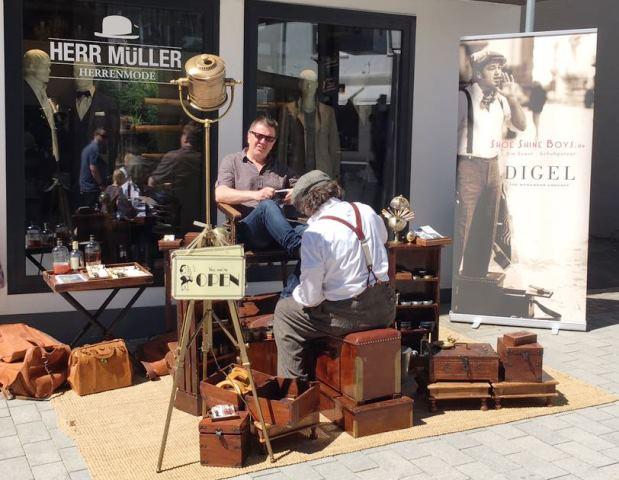 Aktion Schuhputzer vom Modehaus Herr Müller